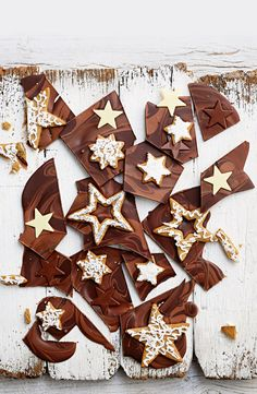 For a festive treat, try our swirled chocolate gingerbread bark topped with gingerbread biscuits. Christmas Food Gifts, Gold Christmas Decorations, Xmas Food, Christmas Sweets, Christmas Candy, Christmas Baking, Christmas Pudding, Christmas Cookies, Christmas Time