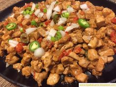 Tuna Sisig is the fish version of pork sisig served in a sizzling plate. It is made from fresh chopped tuna, garlic, onion, bell pepper, homemade soy sauce ketchup sauce and mayonnaise. Tuna Recipes, Seafood Recipes, Chicken Recipes, Healthy Recipes, Healthy Food, Chicken Afritada Recipe, Sisig Recipe, Homemade Soy Sauce, Homemade Tacos
