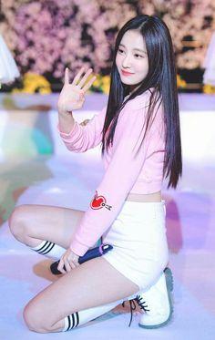 덕질 저장소(연우) #yeonwoo Asian Cute, Pretty Asian, Pretty And Cute, Beautiful Asian Girls, How To Look Pretty, Korean Beauty, Asian Beauty, Short Girl Fashion, Korean Celebrities