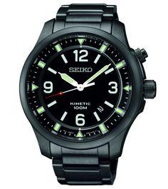 Seiko Herenhorloge Kinetic SKA687P1. Kaliber 5M82. Dit stoere en opvallende horloge heeft een zwarte band en ook een zwarte kast. De wijzerplaat is uiteraard ook zwart en voorzien van zowel oplichtende wijzers als oplichtende index. Deze uitvoering weegt 174 gram, heeft Hardlex glas en is tot 100 meter waterdicht. U mag er dus mee zwemmen. Het horloge is kinetic uitgevoerd. Door de beweging van de pols tijdens het dragen van dit horlge wordt er 'kinetische' energie opgewekt die omgezet wordt…