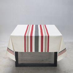Et si elle aime recevoir, faites lui plaisir avec une nappe basque tissée avec soin au pays-basque Grain Sack, Line Patterns, Table Linens, Loom, Hand Weaving, Decorative Boxes, Stripes, Cleaning, Fabric