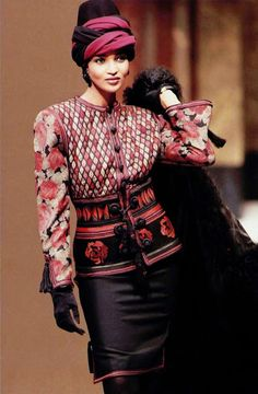 Jean Louis Scherrer show f/w 1989 feat Khadija Adams Gloves Fashion, 80s Fashion, Trendy Fashion, High Fashion, Vintage Fashion, Parisienne Chic, Monsieur Jean, Jean Louis Scherrer, Dior