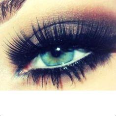 Pretty eye makeup for blue eyes