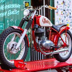 Street Tracker, Triumph Bonneville, Classic Motors, Classic Bikes, Ford Gt, Honda Cb, Audi Tt, Bmw M5, Moped Bike
