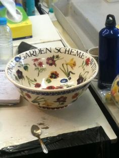 Emma Bridgewater NGS Flowers Salad Bowl for Collectors Day 2012 Home Made Mod Podge, Pottery Cafe, Emma Bridgewater Pottery, English Pottery, Pottery Painting, Cool Kitchens, Kitchenware, Tableware, Dinnerware
