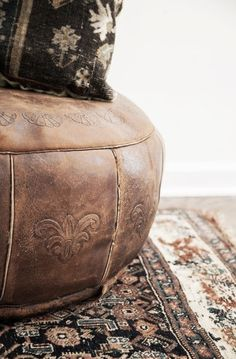 ☆this leather pouf! Leather Pouf Ottoman, Vintage Modern, Bohemian Decor, Interior Design Inspiration, Decoration, Home And Living, Living Room, Sweet Home, At Least