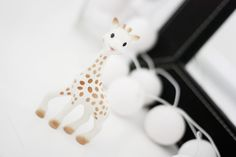 Sophie la girafe >> épinglé par MayoParasol, le spécialiste du maillot de bain anti uv et du vêtement anti uv Bébé, Enfant, Adulte, pour sa collection Sophie la Girafe® >> découvrez-la sur www.mayoparasol.com