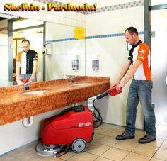 Naudota grindų plovimo šlavimo valymo mašina
