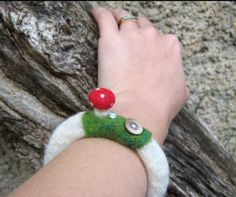 Needlefelted toastool mushroom bracelet