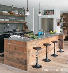 İlham Veren Ada Mutfak Modelleri Mutfak dekorasyonunda son yıllarda popüler olmaya başlayan ada mutfak uygulaması dekorasyona farklılık yaratmanın yanı sıra mutfaklarınızı daha pratik kullanmanıza imkan sağlıyor. Ada mutfaklara lavabo yada pişirme ünitesini koydurarak mutfak tezgahında ekstra alan açabilirsiniz. Yada üst kısmına s https://www.yemekodasi.com/ilham-veren-ada-mutfak-modelleri/  #MutfakDekorasyonu #AdaMutfak, #Mutfak, #MutfakDekorasyonu