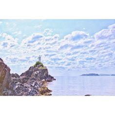 One must visit and trek their way to the lighthouse (like actually climb the thing) when visiting Bowen Island BC! Learn how to travel for free on your reward points at www.pointshogger.com!  #pointshoggertravels #travelpics #travelphotography #travelblog #latergram #photowalk #explorebc #explorecanada #instatravel #travelgram #canadiantravels#vancitybuzz #explorevancouver #vancityhype #YVR #westcoast #vancouverislandlife #sunshinecoastliving #sunshinecoastbc #gocoastal #bowenisland#clouds…