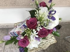 Make her smile with flowers ! Make Her Smile, Special People, Flower Arrangements, Floral Wreath, Wreaths, Green, Flowers, How To Make, Home Decor
