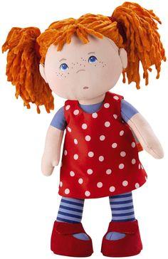 De niñas, mi prima y yo compartíamos algunas muñecas. Cuando digo compartíamos me refiero a que cada una tenía la suya, pero iguales. A veces cambiaba el tono del pelo o el vestido. También pasaba ...