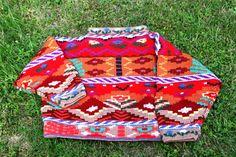 Mon rêve d'Orient : Un pull tricoté (et rebrodé) au printemps 1985, et que je porte toujours ! Pull Jacqueline Leoni, p.49 dans le n°134 de décembre 1984. Line du blog concordances