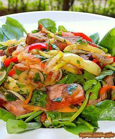 Salata Calda cu Legume si Piept de Rata (3) Japchae, Salad Recipes, Salads, Food And Drink, Chicken, Ethnic Recipes, Salad, Lettuce, Cubs
