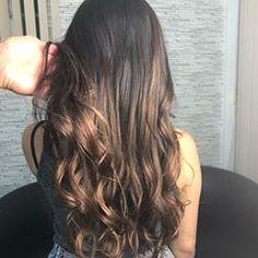 """Para quem está me seguindo agora, meus cabelos são bem finos e ir em salões era complicado, uma vez que meus fios necessitam de """"paciência"""" (algo raro hoje em dia). .  #diquei - Encontrei um profissional pelo qual me identifiquei @rbhair - fiz um CPR e eis o resultado! 🙃  .  .  Gostaram, apreciaram? Quem quer também? 🙈  .  .   #cabelos #hair #cpr #instagram #manaus #colors #tumblr"""