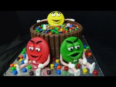 Illusion Candy Cake mit M&Ms und Maltesers / Gravity Defying Candy Cake / Schwebe-Kuchen - YouTube
