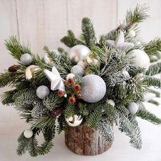 Christmas Flower Arrangements, Christmas Flowers, Christmas Mood, Christmas Fashion, Christmas Wishes, Christmas Wreaths, Christmas Crafts, Holiday, Diy Christmas Decorations Easy