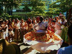 Samba de Roda tradicional da Bahia, mais especificamente das cidades que compõem o Recôncavo Baiano.