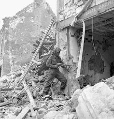 A #Canadian soldier with a captured German MP 40 submachine gun (Caen, France - July, 1944). #WWII