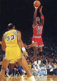 M.J. shooting as Kareem can only watch.