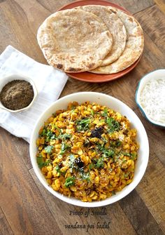 Val Usal or Dalimbi Usal (lima beans, butter beans, some also say field beans) is a very authentic staple curry preparation from the sta. Healthy Veg Recipes, Bean Recipes, Organic Recipes, Indian Food Recipes, Vegetarian Recipes, Healthy Foods, Ethnic Recipes, Maharashtrian Recipes, Butter Beans