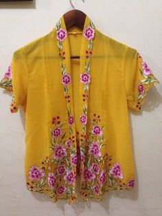 #kebayaencim #traditionalclothes #women #indonesia