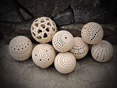 Kouliska, kuličky Ceramic Clay, Ceramic Pottery, Pottery Art, Ceramics Projects, Clay Projects, Clay Texture, Sculptures Céramiques, Hand Built Pottery, Pottery Techniques