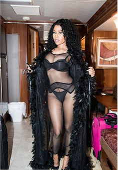 9 Outrageous Nicki Minaj Outfits That Your Grandma Will NOT Approve Of