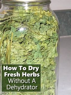 Gardening Herb How To Dry Herbs Without A Dehydrator - including but not limited to just parsley, oregano, thyme, rosemary and sage. Dehydrated Food, Dehydrator Recipes, Growing Herbs, Canning Recipes, Food Storage, Produce Storage, Kraut, Fresh Herbs, Herb Garden