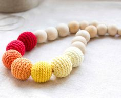Fuente: https://www.etsy.com/listing/128032608/sunny-bright-nursing-necklace?ref=shop_home_active