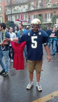 Manti Te'o costume. I'm dying. Someone has to do this next Halloween