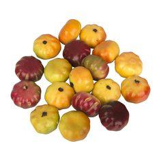Deze kleine pompoentjes zorgen voor nog meer kleur op jouw herfsttafel. Je legt ze eenvoudig tussen de blaadjes en eikels!