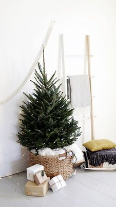 15 Nordic Christmas tree decor ideas The Scandinavian and Nordic decor is becoming more and more popular and if you like this style why not decorate your Christmas … Mini Christmas Tree Decorations, Small Christmas Trees, Noel Christmas, Green Christmas, Christmas Tree Basket, Christmas Plants, Xmas Trees, Holiday Tree, Christmas Movies