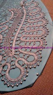 Dentelles de Valérie étapes de réalisation - Aiguilles Enchantées Lace Heart, Point Lace, Lace Jewelry, Lace Patterns, Bobbin Lace, Irish Crochet, Lace Detail, Butterfly, Pendant