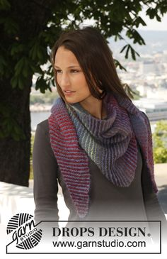 """Knitted DROPS shawl worked sideways in """"Vivaldi"""" and """"Delight"""". ~ DROPS Design"""