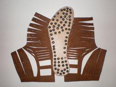 Reconstrucción de una sandalia de soldado romano cuya huella se encontró en la antigua ciudad de Badalona Roman Armor, Roman Soldiers, Foot Prints, Christians, City, Antigua, Objects