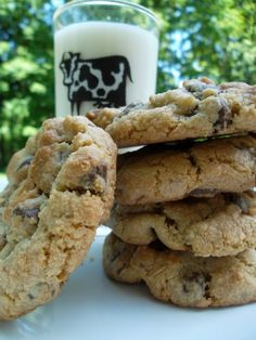 Best Chocolate Chip Cookie Recipe: The Mrs. Fields Cookies Hoax <---this is my favorite choc chip cookie recipe, the only one I make....