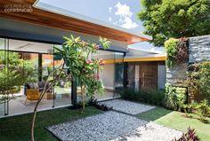Casa de campo possui um chalé anexo de 24 m2 com ofurô | CASA.COM.BR