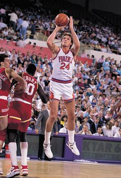 Tom Chambers became the first unrestricted free-agent in NBA history, signing with the Phoenix Suns in 1988.
