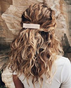 17 Beautiful Ways to Style Blonde Curly Hair curly hair styles 17 Beautiful Ways to Style Blonde Curly Hair Pretty Hairstyles, Easy Hairstyles, Formal Hairstyles, Hairstyle Ideas, Cute Hairstyles For Summer, Wedding Hairstyles, Bridesmaids Hairstyles, Heatless Hairstyles, Hair Day