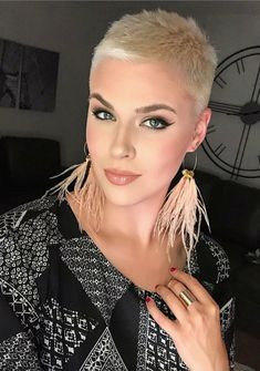Kurzhaarschnitt 60 Cool Short Pixie Haircut And Hair Style Ideas For Woman - Page 58 of 60 - Fashion Short Pixie Haircuts, Short Hairstyles For Women, Short Hair Cuts, Thin Hairstyles, Woman Hairstyles, Haircut Short, Hairstyles Pictures, Pixie Cuts, Hair Styles 2016