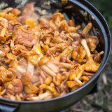 Recette poule fourrée aux pommes façon alsacienne - Cuisine et Vins de France
