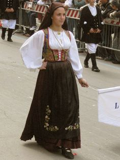 Laconi Handkerchief Folding, Sardinia, Traditional Dresses, Costumes For Women, Folklore, High Waisted Skirt, Female, Lace, Skirts