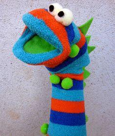 Stocking Dragon Puppet Making - Spielzeug Sock Puppets, Hand Puppets, Finger Puppets, Puppet Crafts, Sock Crafts, Fun Crafts, Creative Crafts, Horse Crafts, Diy For Kids