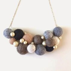 Felt ball necklace by Homako Felt Necklace, Diy Necklace, Necklaces, Textile Jewelry, Fabric Jewelry, Felted Jewelry, Jewelry Crafts, Handmade Jewelry, Diy Accessoires