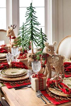 Here are the Rustic Christmas Table Settings Ideas. This article about Rustic Christmas Table Settings Ideas was posted under the … Christmas Table Centerpieces, Christmas Decorations For The Home, Christmas Table Settings, Christmas Tablescapes, Centerpiece Ideas, Christmas Candles, Christmas Ornaments, Outdoor Christmas, Rustic Christmas