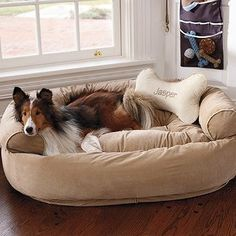 Comfy Couch Pet Bed w/ Monogramed pillow (by Front Gate.I LOVE their pet beds, look so comfy :) Big Dog Beds, Cool Dog Beds, Pet Beds, Big Dogs, Large Dogs, Couch Pet Bed, Bed Pillows, Game Mode, Sofas