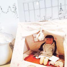 ボンポワン Small tent for Cerise doll, delivered with a small mattress. Designed by Deuz for Bonpoint.