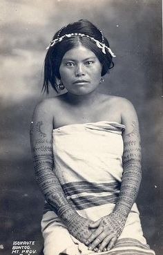 The Philippines has a very diverse past and present. It is composed of different tribes that have distinct looks and ways of life. Here are some striking photos that celebrate tribal Philippines: Filipino Tribal Tattoos, Samoan Tattoo, Samoan Tribal, Thai Tattoo, Cultura Filipina, Traditional Filipino Tattoo, Traditional Tattoos, Filipino Culture, Philippines Culture